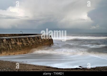 Dorset UK,,Lyme Regis,le mur de Cobb de Monmouth Beach Banque D'Images