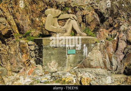 La sculpture sur pierre à Abergwaun sur la côte ouest du pays de Galles Pembrokeshire Banque D'Images