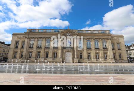 La façade historique de l'Hôtel de ville de Beauvais . Beauvais, Hauts-de-France, France. Banque D'Images