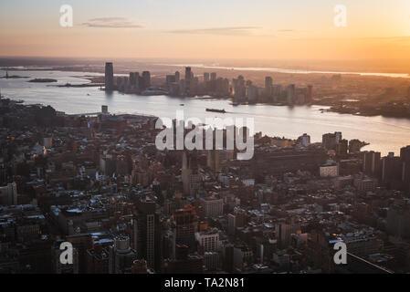 Coucher du soleil sur l'antenne de Manhattan un point de vue à NYC Banque D'Images
