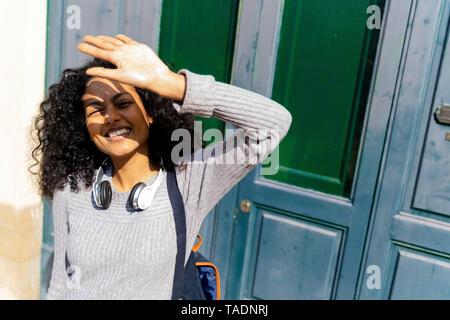 Wiman rire ses yeux protection contre le soleil Banque D'Images