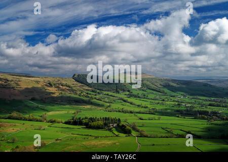 UK,Derbyshire Peak District,vue,à partir de Forcella Staulanza vers l'espoir Vallée et Grand Ridge Banque D'Images