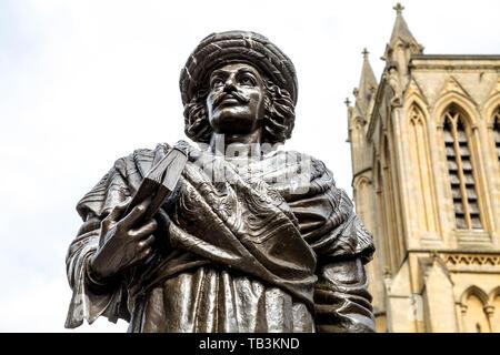 Sculpture de Raja Ram Mohan Roy en face de la cathédrale de Liverpool, Bristol, Royaume-Uni