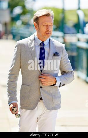 Businessman walking de travailler