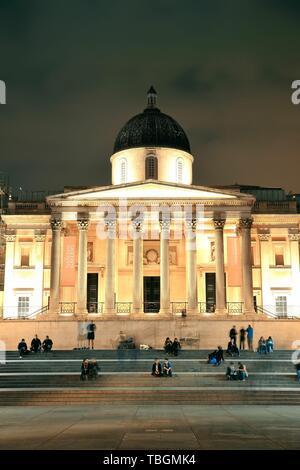 Londres, UK - OCT 27: National Gallery à Trafalgar square, le 27 septembre 2013 à Londres, au Royaume-Uni. Londres est la ville la plus visitée du monde et la capitale de l'Angleterre. Banque D'Images