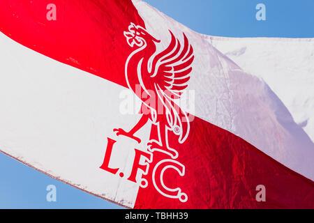Liverpool F.C. flag vu à la fan zone de Liverpool à Madrid. Madrid accueille la finale de la Ligue des Champions entre Liverpool et Tottenham Hotspur à l'Wanda Metropolitano Stadium. Banque D'Images