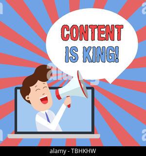 Écrit remarque montrant le contenu est roi. Concept d'affaires pour la commercialisation de plus en plus axés sur les résultats de la recherche payée non visibilité parlant à travers l'homme dans l'ordinateur portable Banque D'Images