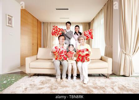 Une famille pour célébrer le Nouvel An chinois. Banque D'Images