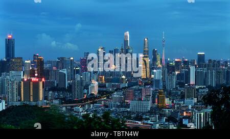 Guangzhou Baiyun Mountain surplombe le ciel et décors Vue de nuit Banque D'Images