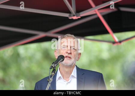 Whitehall, Londres, Royaume-Uni. 4 juin, 2019. Jeremy Corbyn chef du parti parle à un rassemblement contre la visite d'état de Donald Trump. Penelope Barritt/Alamy Live News