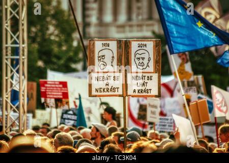 Prague, 4 de juin de 2019 - Protestation contre Andrej Babis sur la Place Wenceslas Banque D'Images