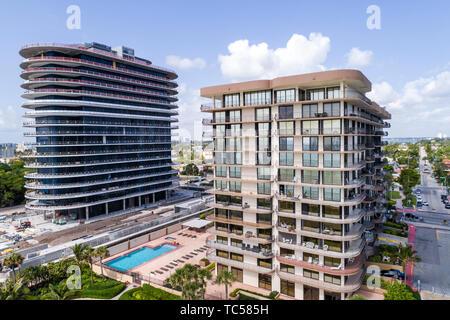 Miami Floride Surfside oceanfront condominium appartement résidentiel Bâtiments en construction chantier de surcharge aérienne Vue à vol d'oiseau au-dessus Banque D'Images
