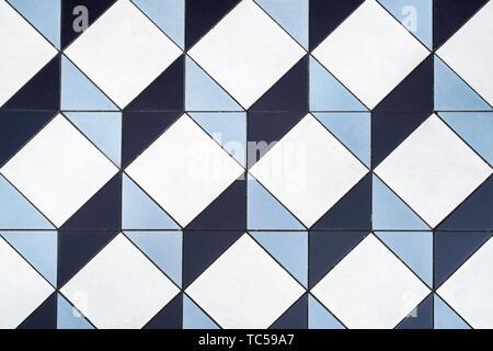 Cube 3D de la mosaïque. Trois dimensions géométriques cube de sol en céramique. Londres, Angleterre Banque D'Images