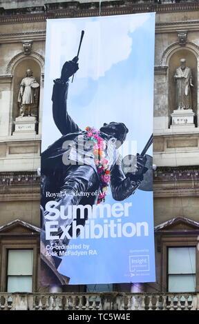 Londres. UK. Atmosphère à Royal Academy of Arts Exposition de l'été 2019, parti d'aperçu à la Royal Academy, Piccadilly, Londres le 4 juin 2019 Ref: CMT73-J5007-050619 Keith Mayhew /Media Historique WWW.LMKMEDIA.COM