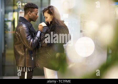 Couple Holding Hands, à Munich, Allemagne