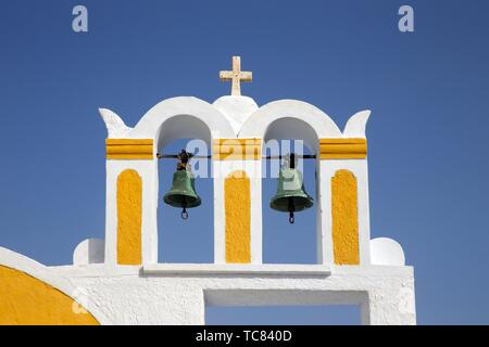 Clocher d'une église à Oia, Santorin, Grèce, Europe.