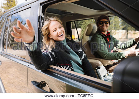 Carefree woman enjoying road trip in SUV Banque D'Images