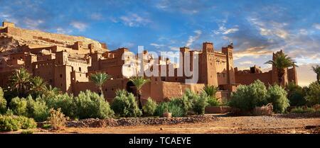 Les bâtiments d'Adobe de la Ksar berbère ou village fortifié d'Ait Benhaddou, Sous-Massa-dra le Maroc. Banque D'Images
