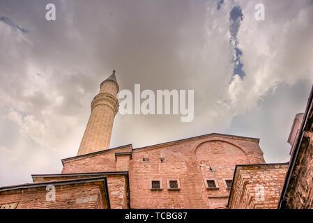 ISTANBUL, TURQUIE - MARS 11,2017: Vue extérieure de l'Hagia Sophia, un chrétien orthodoxe grec basilique patriarcale (église), construit en 537 AD, plus tard un Banque D'Images