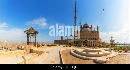 Mosquée de Mohamed Ali dans la Citadelle du Caire, Egypte, vue panoramique. Banque D'Images