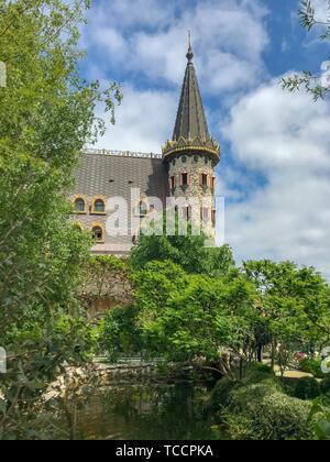 Belle vue sur château médiéval en été. Banque D'Images