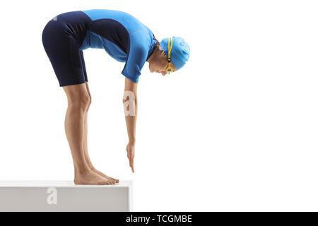 Profil tourné sur toute la longueur d'une personne dans une combinaison isothermique de se pencher et de se préparer à aller isolé sur fond blanc Banque D'Images