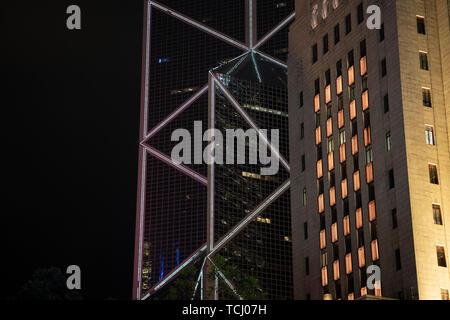 Central, Hong Kong, Chine, le 20 janvier, 2019: La vue de la nuit de bâtiments dans le centre de Hongkong. Banque D'Images