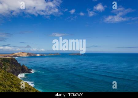 Vue du Cap Maria van Diamen et te Werahi par plage du cap Reinga. Reinga soins fait partie de la Réserve Naturelle de Te Paki sur l'île Nord de la Nouvelle-Zélande Banque D'Images