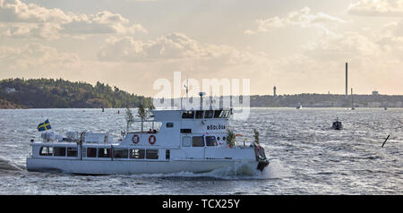 Bateau à passagers Rödlöga en archipel de Stockholm, Suède