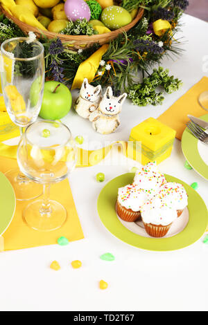 Cupcakes de Pâques Pâques sur table close-up Banque D'Images