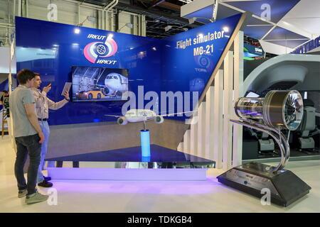 La France. 16 Juin, 2019. LE BOURGET, FRANCE - 16 juin 2019: un modèle d'Irkut MC-21-300 twinjet airliner le jour avant l'ouverture de l'espace de Paris 2019 à l'aéroport du Bourget. Lystseva Marina/crédit: TASS ITAR-TASS News Agency/Alamy Live News Banque D'Images