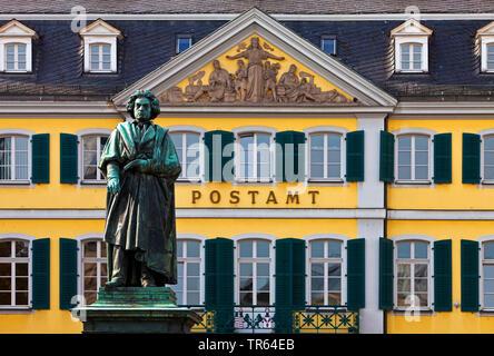 Sur le monument Beethoven Muensterplatz en face de General Post Office , Allemagne, Rhénanie du Nord-Westphalie, Bonn Banque D'Images