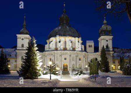 Ettal monastère éclairé la nuit en hiver, Allemagne, Bavière, Oberbayern, Haute-Bavière Banque D'Images