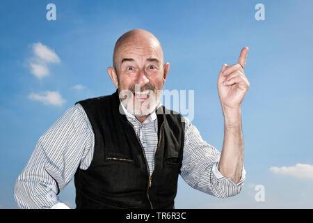 Vieil homme avec une barbe grise ayant une idée, Allemagne Banque D'Images