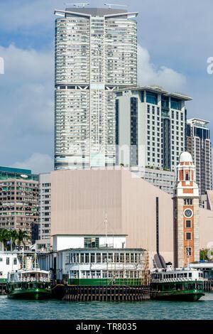 Le Star Ferry Pier et toits de Kowloon, Hong Kong, Chine Banque D'Images