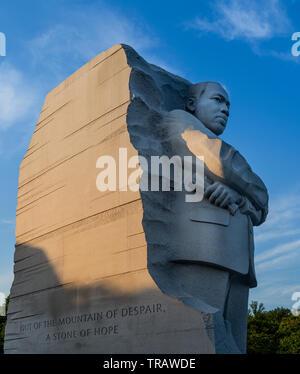 Le Dr. Martin Luther King Jr. Memorial à Washington DC au coucher du soleil
