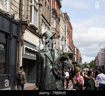 La statue de Marjorie Fitzgibbon James Joyce en Amérique du Earl Street, Dublin, Irlande. Banque D'Images