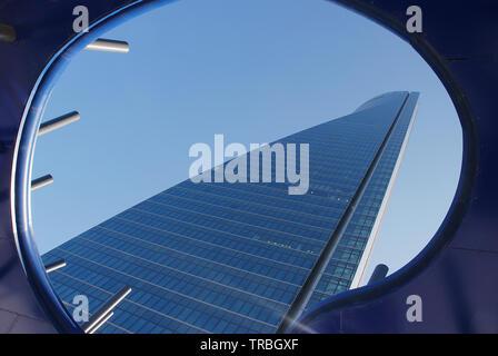 Espacio Tower, vue de dessous. Madrid, Espagne. Banque D'Images