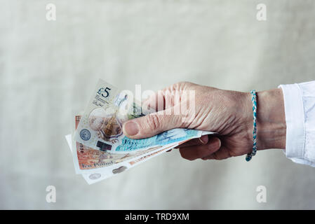 Close up of hand of woman holding livres sterlings