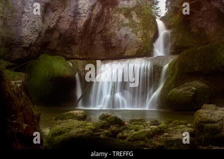 Cascade cascade de la Billaude, France, Bourgogne-Franche-ComtÚ, Jura, Vaudioux