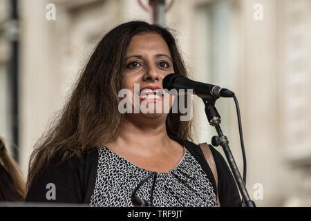 Londres, Royaume-Uni. 4 juin, 2019. Londres, Royaume-Uni. 4 juin, 2019. Des dizaines de milliers signe de protestation dans le centre de Londres, dans une manifestation nationale contre le Président Donald Trumps visite d'État du Royaume-Uni. Les manifestants se sont rassemblés à Trafalgar Square avant de marcher jusqu'à Whitehall, Downing Street, où se réunissait l'Atout Premier ministre britannique Theresa May. David Rowe/Alamy Live News.