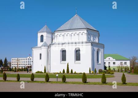 Eglise de Saint Michel Archange sous le soleil d'avril. Gomel, Bélarus Banque D'Images