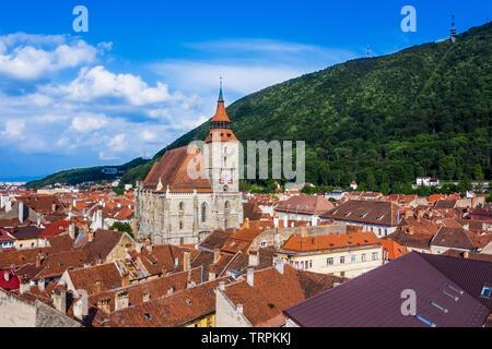 Brasov, en Transylvanie. La Roumanie. Vue panoramique sur la vieille ville et de la montagne Tampa. Banque D'Images