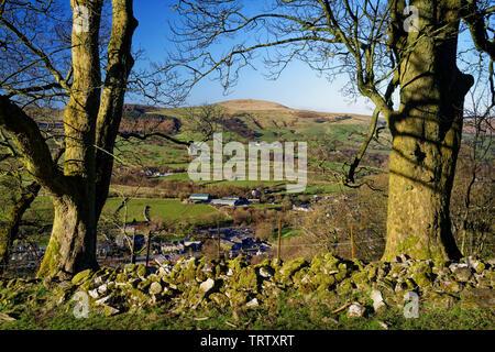 UK,Derbyshire, Peak District,Castleton,la Grande Arête et perdre de la colline au-dessus de Cavedale Banque D'Images