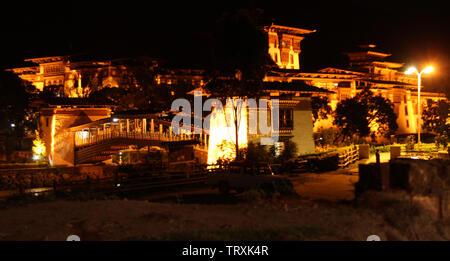 Punakha Dzong: siècle vieux ancien monastère situé sur la banque du fleuve de Pukaha, Bhoutan Banque D'Images