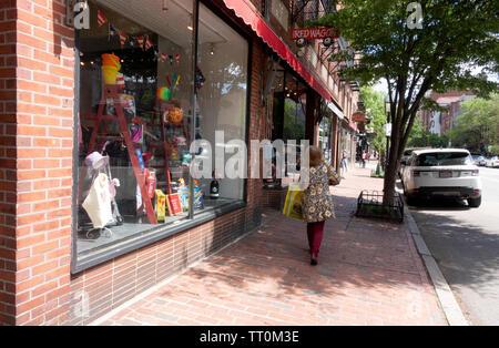Rue Charles brique Beacon Hill devantures et les trottoirs à Boston, Massachusetts