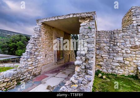 Palais de Knossos, Crète / Grèce. Entrée sud, couloir avec le Prince de la fresque au Lys le site archéologique de Knossos Banque D'Images