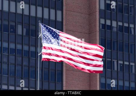 En dehors du drapeau américain US Court House à Philadelphie, Pennsylvanie, USA Banque D'Images
