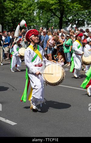 Le carnaval annuel des cultures (Karneval der Kulturen) célébrée autour du week-end de Pentecôte. Banque D'Images