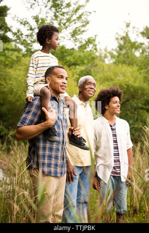 Multi-generation family enjoying in forest Banque D'Images